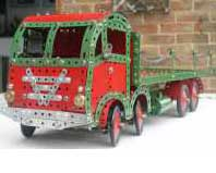 Eight wheel lorry red and gren